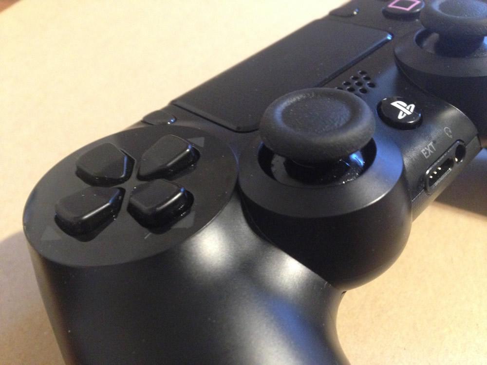 PS4コントローラーのL3ボタンをスプレーでシュシュッと修理