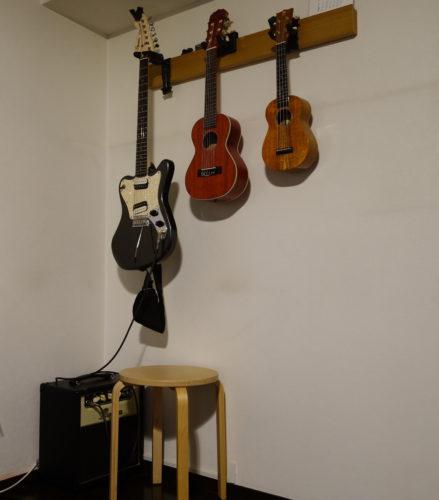 無印良品の長押とギターハンガー使用例