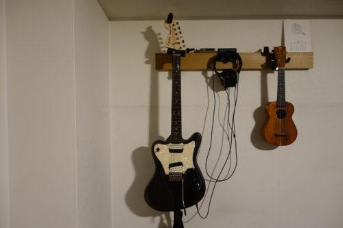 無印良品の長押とギターハンガーの使用例